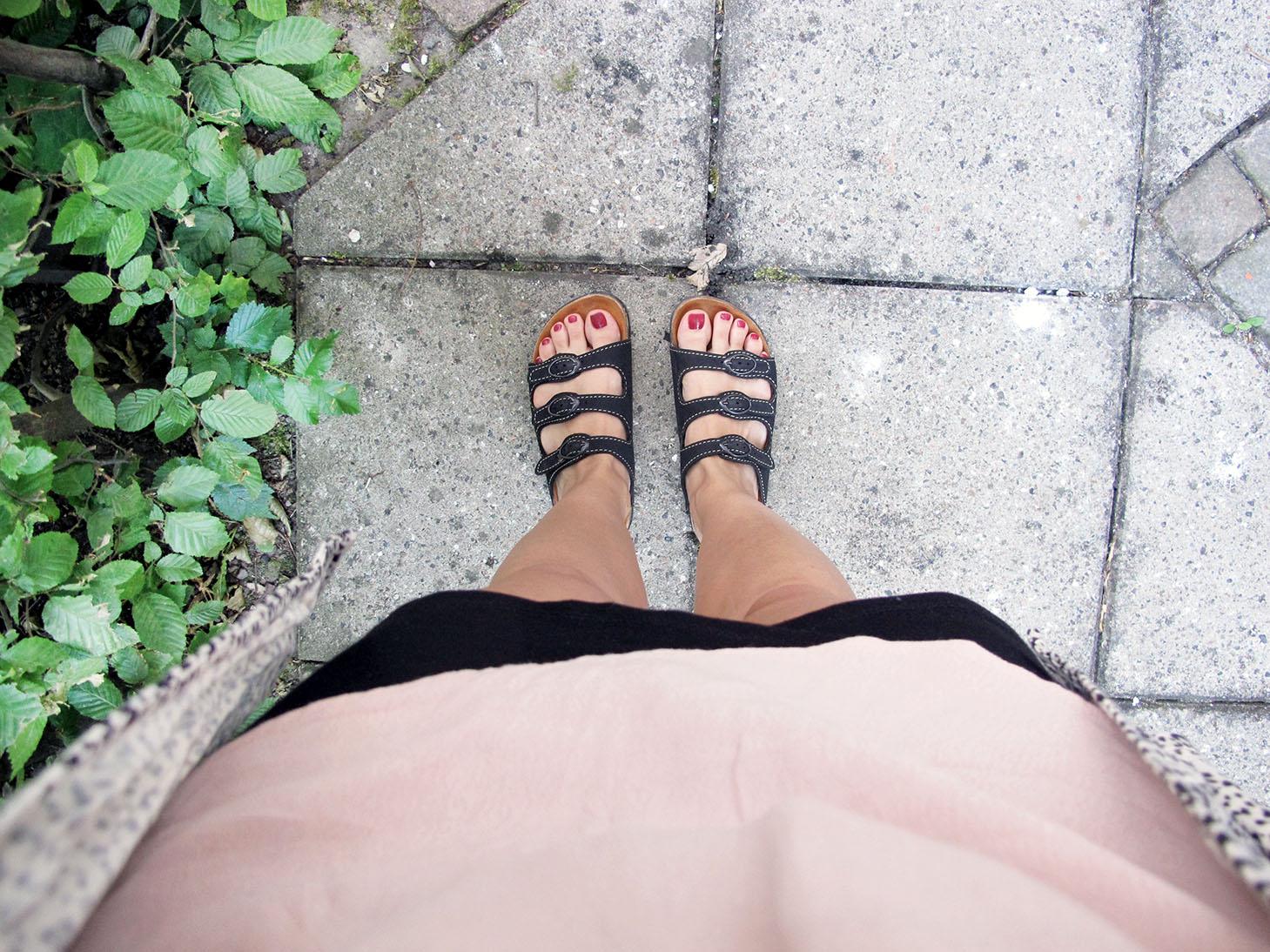 nye sandaler i haven