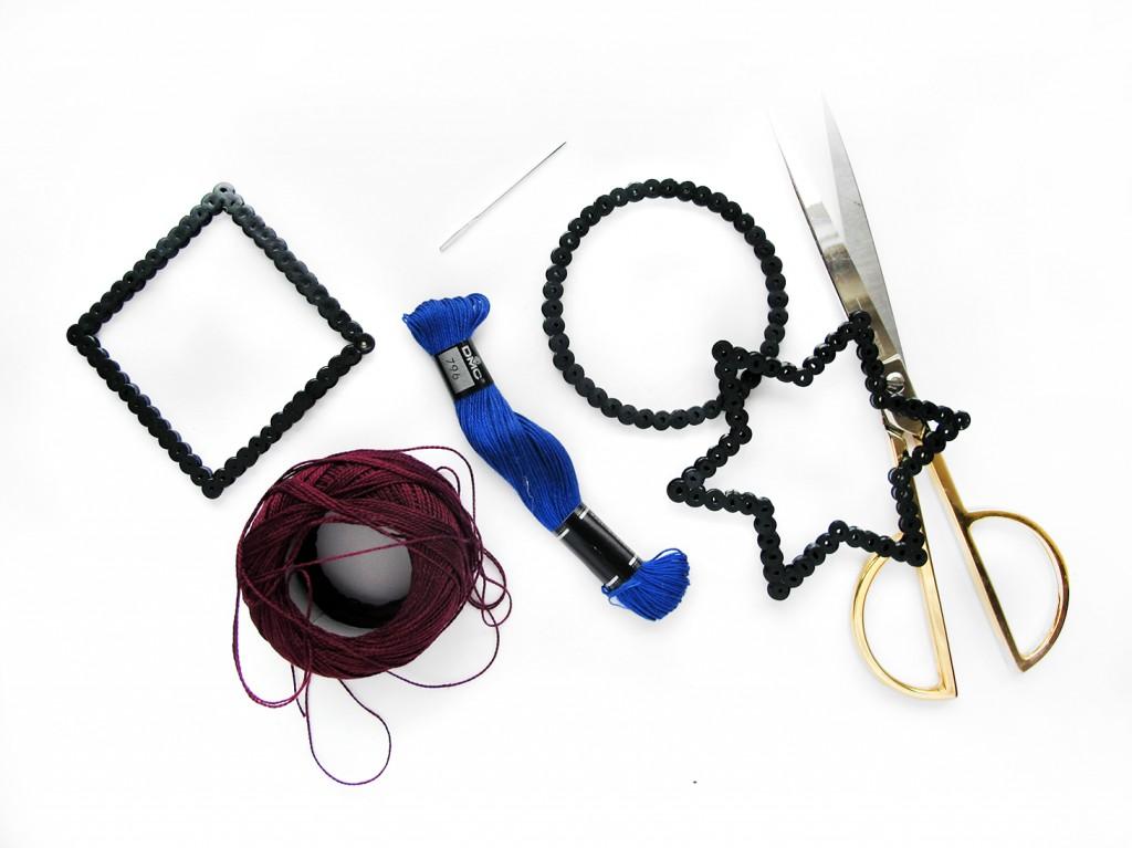 materialer - garn -saks - perler - nål