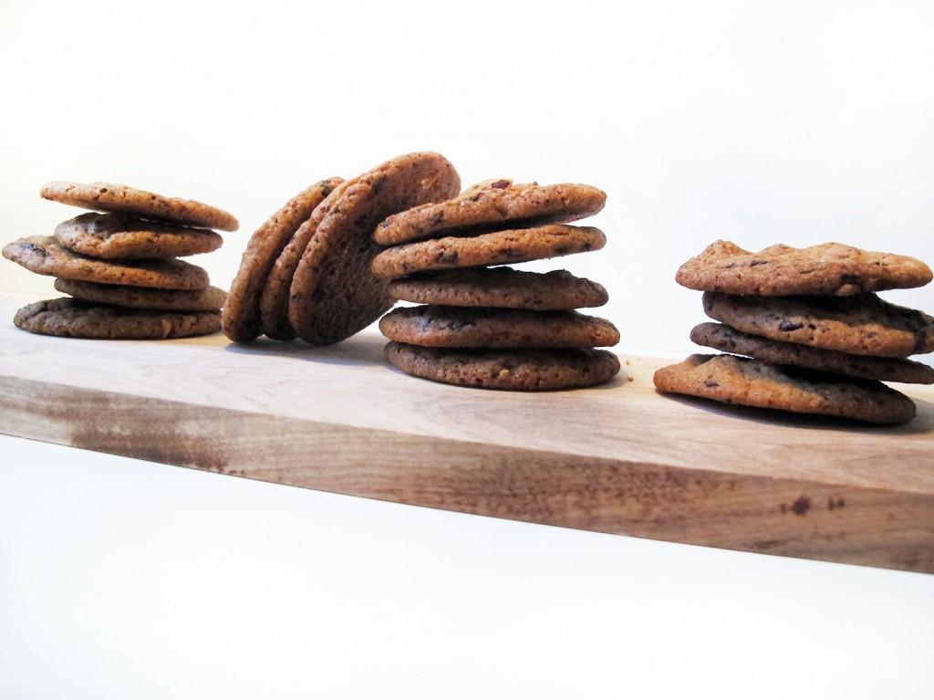 sprøde og lækre cookies på nicolas vahe  træ fad