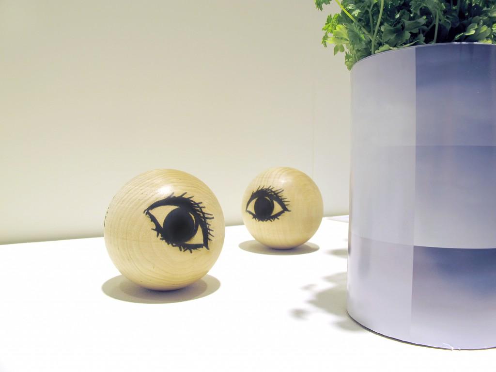 interior, trækugler med øjne