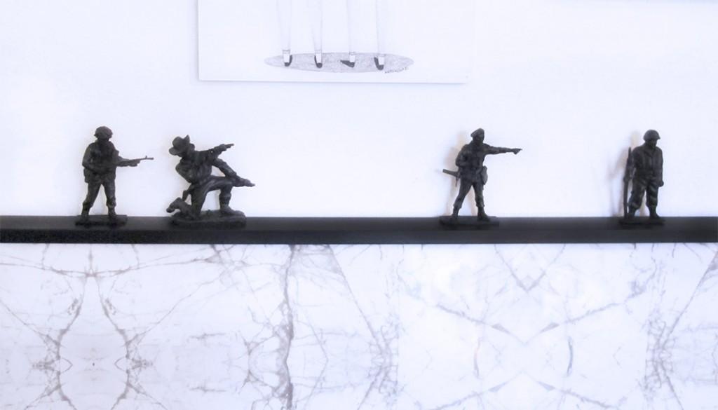plastik soldater på billederammen