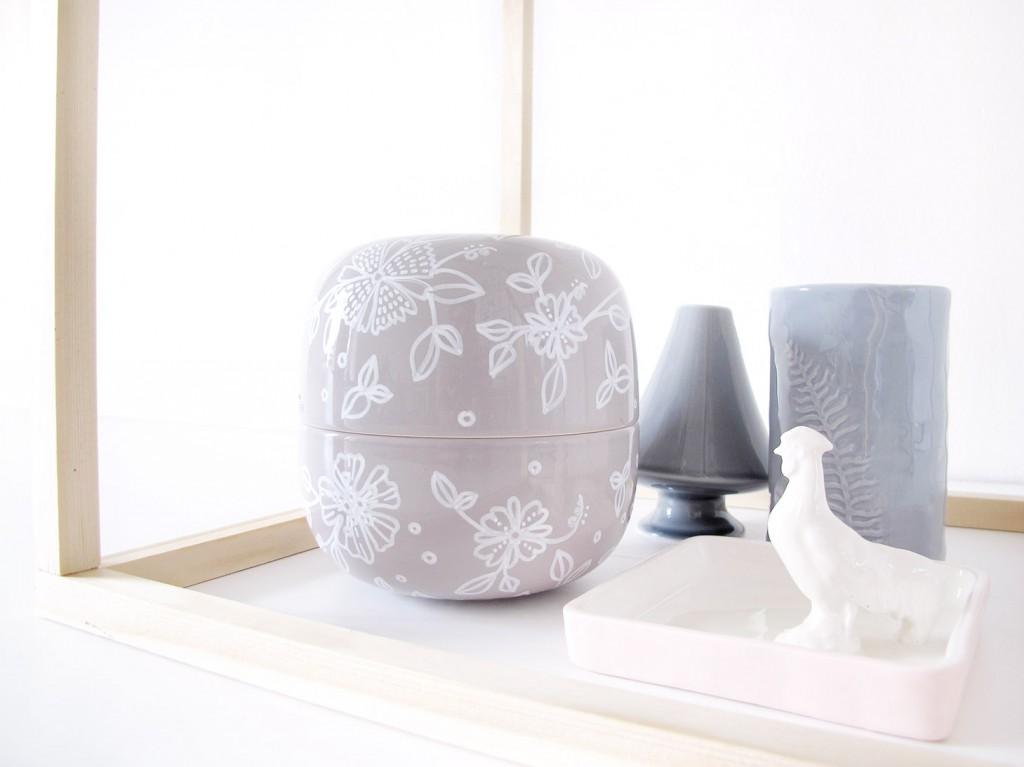 træ ramme med kahler keramik