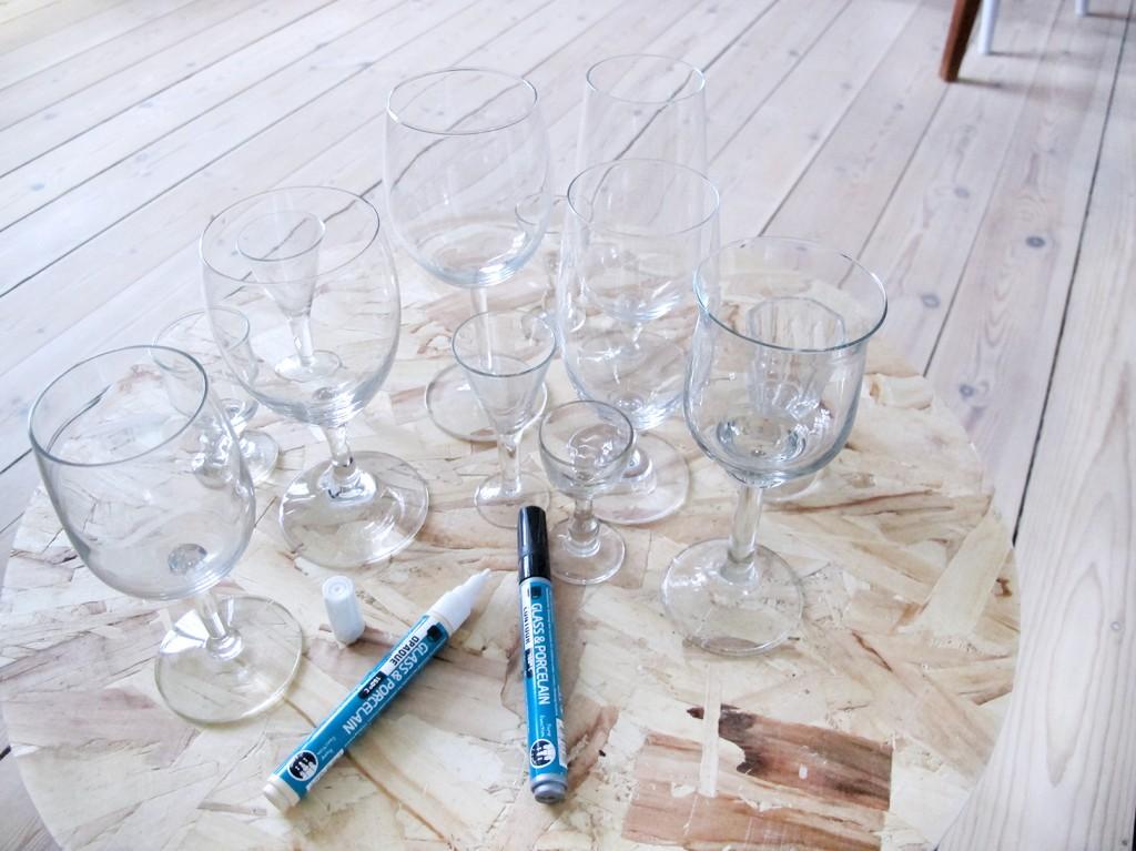 glas fra genbrug på søstrene grene bord af osb plade