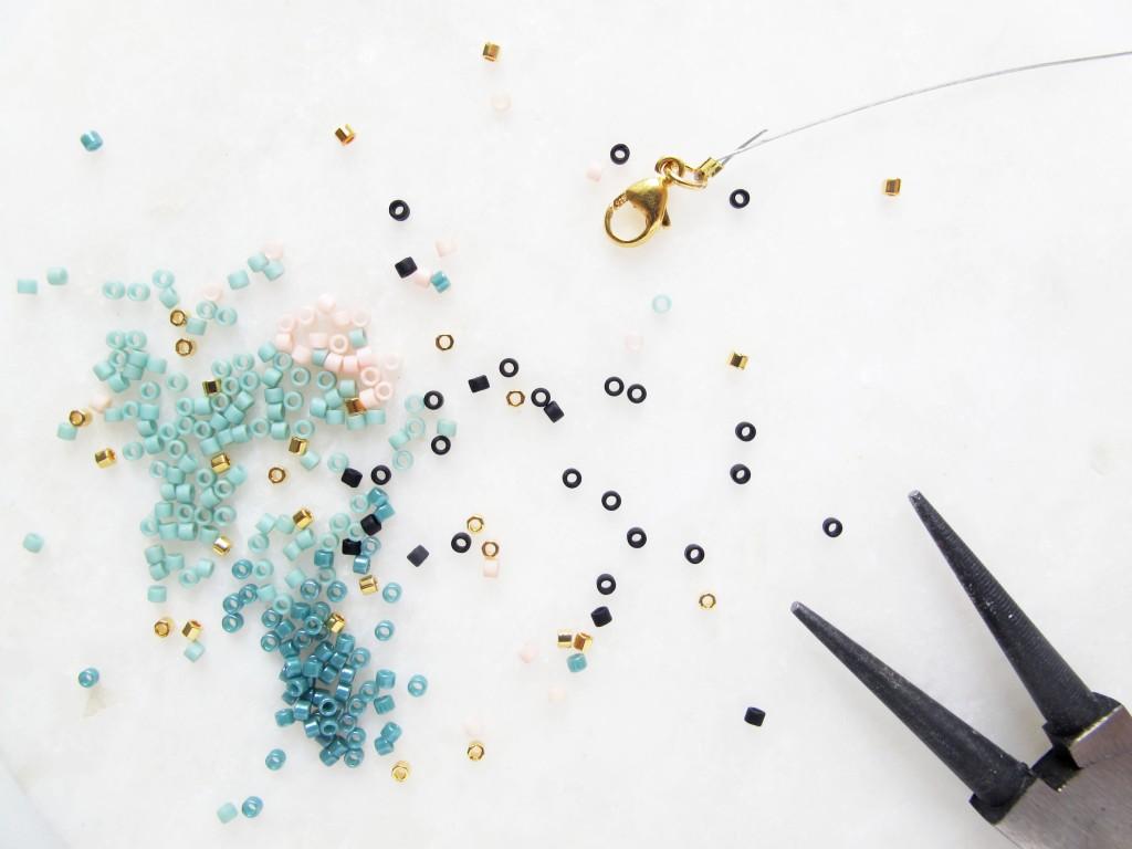 delicas perler, tang og lås til smykke fremstilling