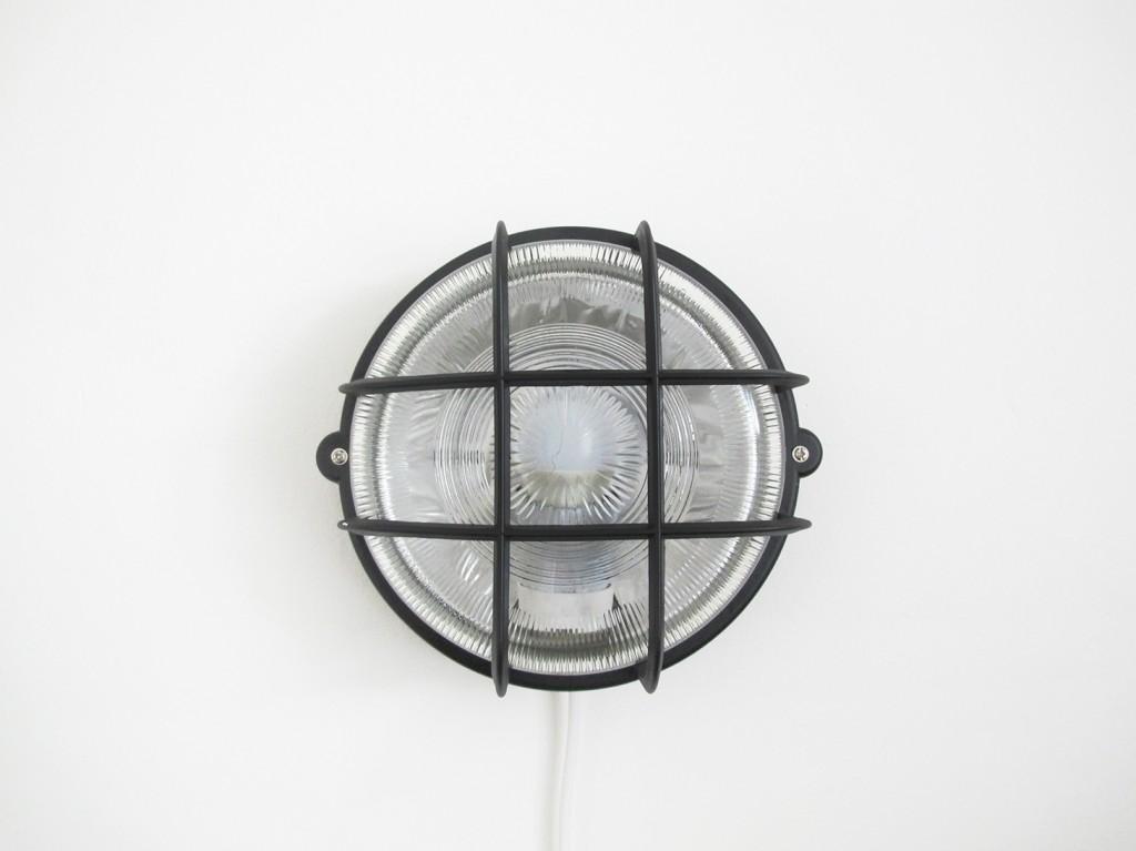 vaeglampe monteres på væggen