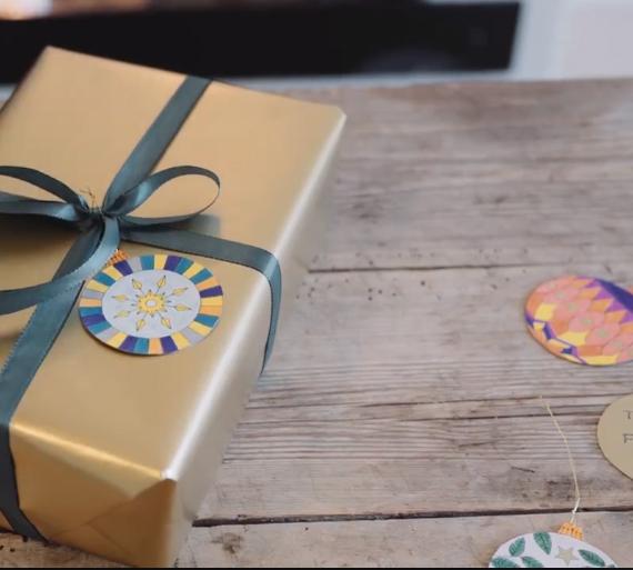 brug julekuglerne som gavemærker