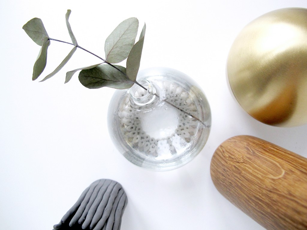 vase af julekugle og hama perler