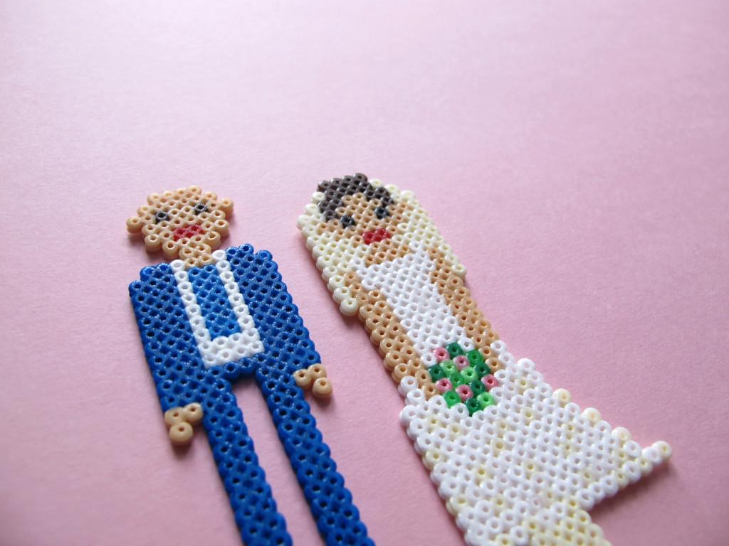 brudepar topfigur i hama mini perler
